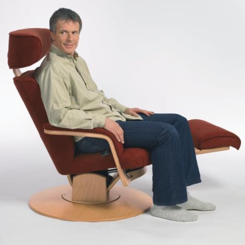 MOIZI 9 rotbraun sitzende Position